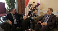 هشام توفيق وزير قطاع الأعمال العام وسيرجى كيربتشينكو سفير جمهورية روسيا الاتحادية لدى القاهرة،