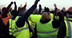 متظاهرون فى العراق يرتدون السترات الصفراء