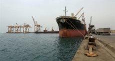 الدفعة الثانية من المشتقات النفطية السعودية تصل ميناء عدن
