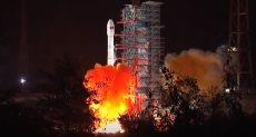 الصين تطلق مسبارا لاكتشاف الجانب المظلم من القمر
