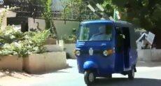 السفير البريطانى فى السودان يقود توك توك