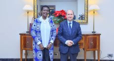 عمرو نصار مع وزيرة التجارة في أوغندا