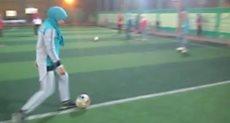 فتيات يلعبن كرة قدم بالصعيد