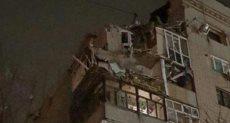 جانب من انهيار المبنى السكنى