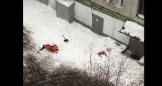 سقوط عامل من سطح مبنى