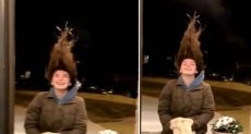 تجمد شعر فتاة بسبب الطقس