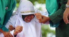جلدة لشاب وفتاة بإندونيسيا