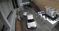 سيدة تقتحم مركز شرطة فى لوس أنجلوس