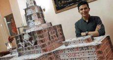 أحمد الرابع عالميا فى صناعة مجسمات الكوتشينة