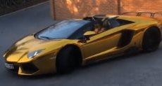 مهاجم نادى أرسنال يمتلك سيارة من الذهب