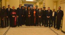 محافظ الأقصر ورئيس مجمع الكنائس الشرقية بالفاتيكان يقفون دقيقه حداد