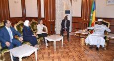 رئيس تشاد مع الوفد الوزاري المصرى