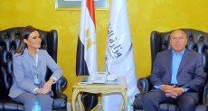 وزيرة الاستثمار سحر نصر خلال لقائها مع المهندس كامل الوزير