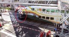 اصطدام قطار بسيارة رباعية