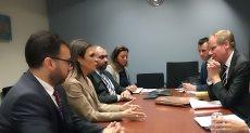 سحر نصر خلال اجتماعها مع السكرتير العام لوزارة التنمية الدولية البريطانية