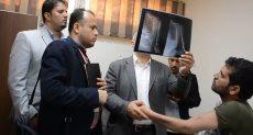 رئيس جامعة أسيوط يتابع حالات الجنود اليمنيين