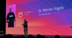 وارنر فوجلز الرئيس التنفيذي للتكنولوجيا في Amazon.com خلال قمة أمازون ويب سيرفيسز