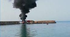حريق ضخم فى أحد اللنشات البحرية