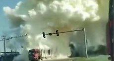 دخان أصفر كثيف نتيجة الاصطدام