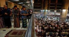 أداء الصلاة فى إندونيسيا
