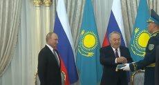 رئيس كازاخستان وبوتين