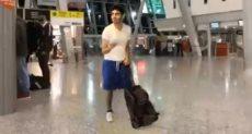 الشاب فى المطار