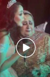 بكاء والدة عروس