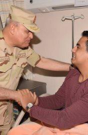 الفريق أول / صدقى صبحى يزور مصابى العمليات الإرهابية من أبطال القوات المسلحة