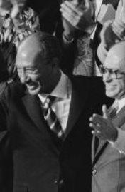 صورة تذكارية من كواليس معاهدة كامب ديفيد
