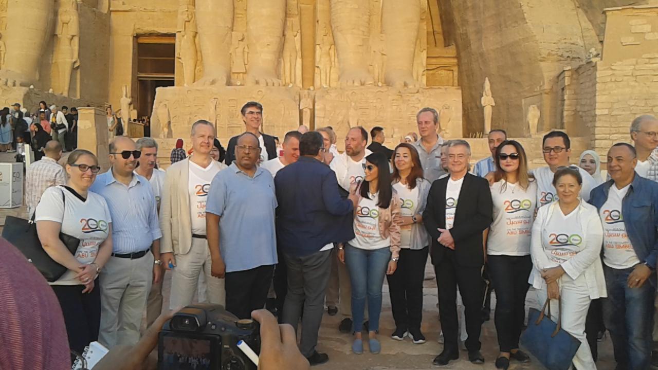 4 وزراء يلتقطون الصور التذكارية مع المشاركين  (4)