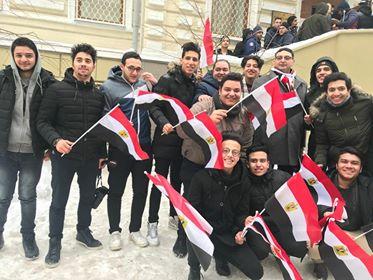 شباب مصري يسافر مئات الكيلو مترات للتصويت