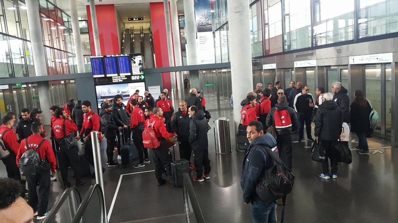 منتخب مصر في مطار سويسرا