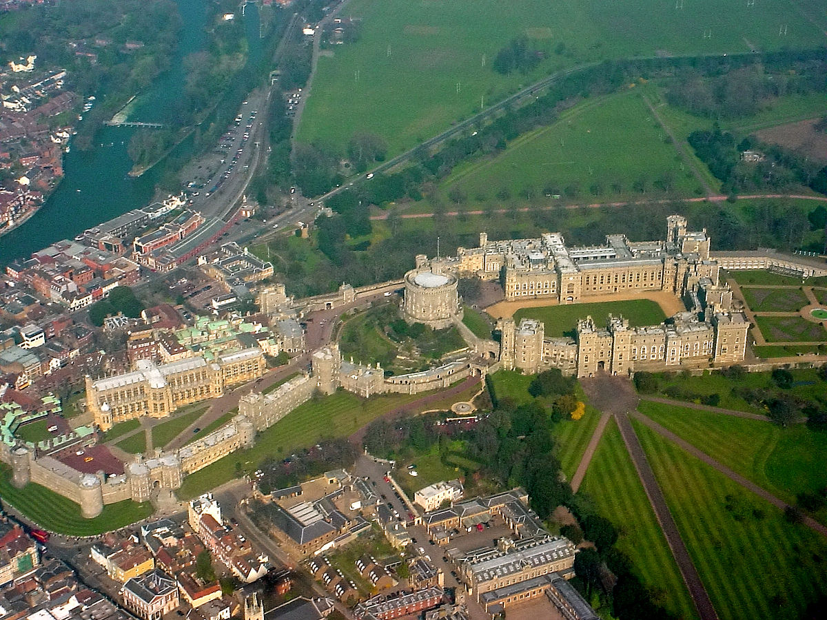 1200px-Windsor_Castle_from_the_air