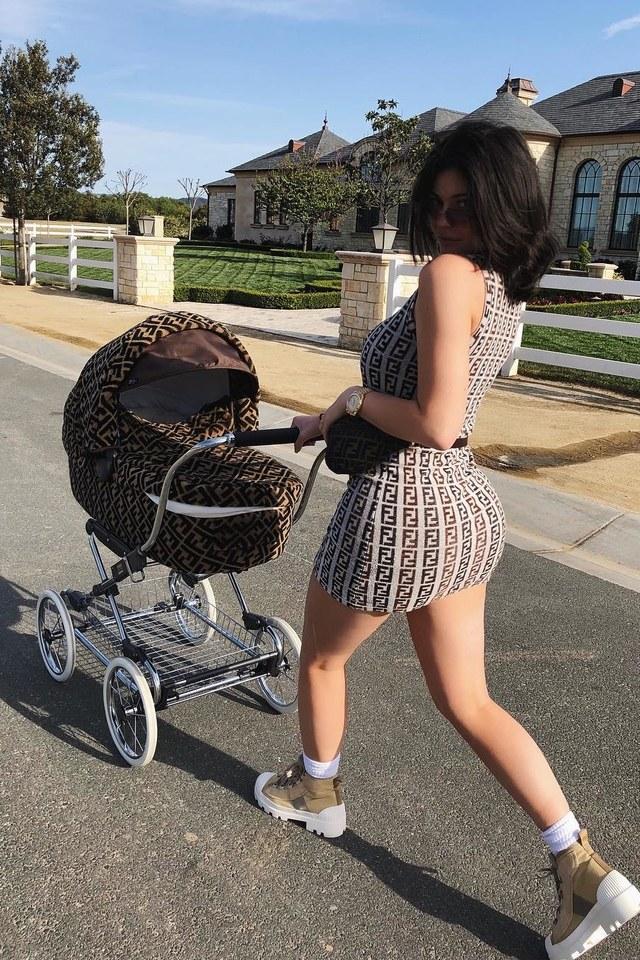 kylie-jenner-fendi-stroller