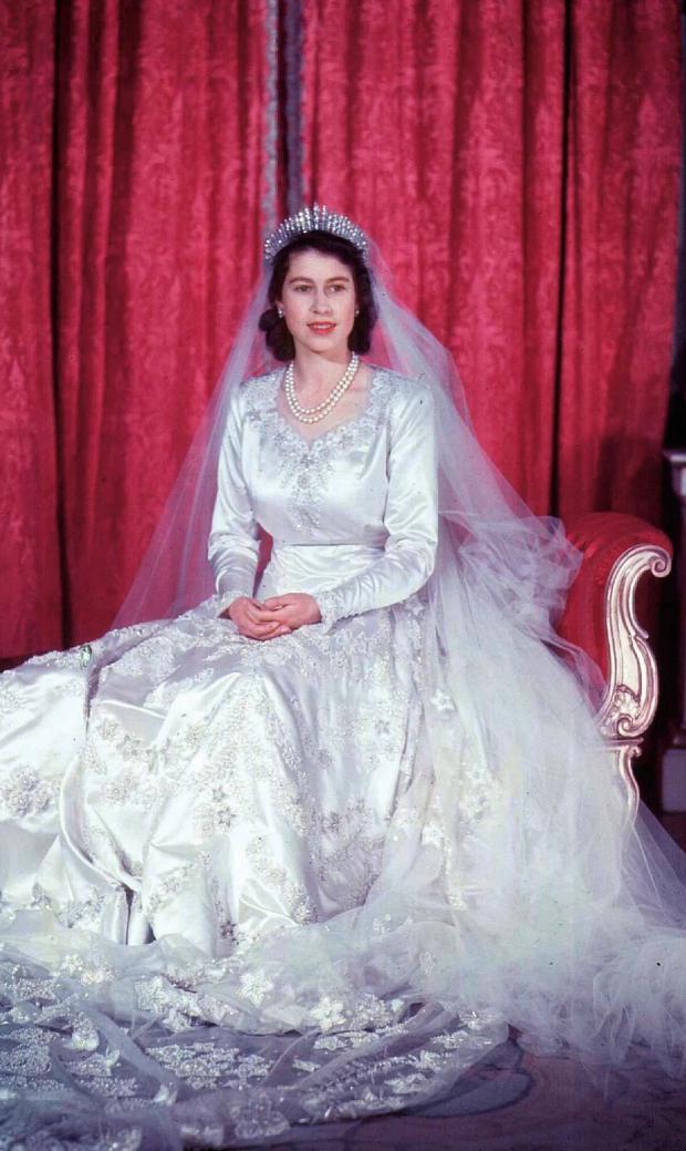 queen-wedding_trans_nvbqzqnjv4bqxpvzrwitcse5izm1_r4cy1o3ydz1i78dtrwy1tqva8e