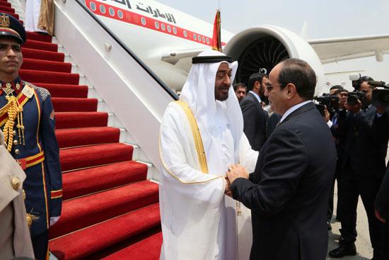 51804-الرئيس-السيسى-يستقبل-محمد-بن-زايد-بمطار-القاهرة-(5)