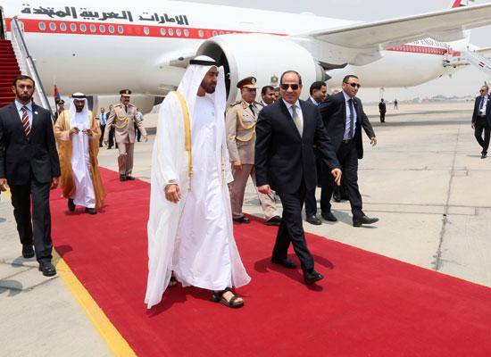 54815-الرئيس-السيسى-يستقبل-محمد-بن-زايد-بمطار-القاهرة-(6)