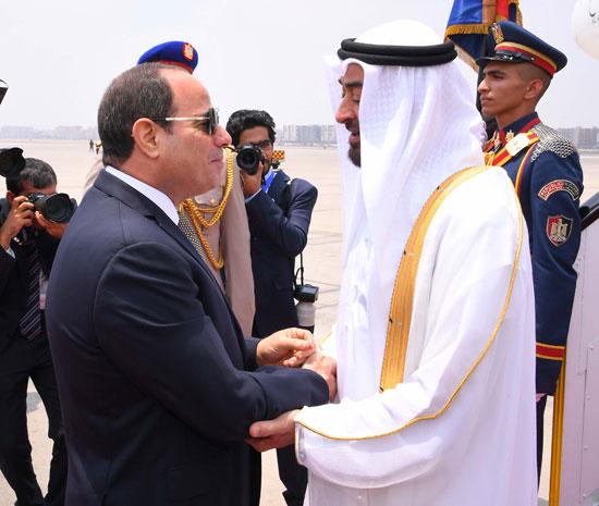 56704-الرئيس-السيسى-يستقبل-محمد-بن-زايد-بمطار-القاهرة-(8)