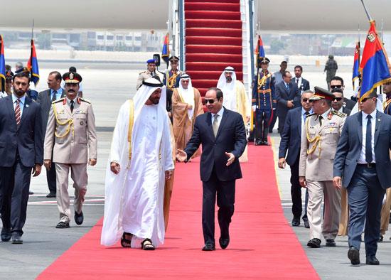 71152-الرئيس-السيسى-يستقبل-محمد-بن-زايد-بمطار-القاهرة-(1)