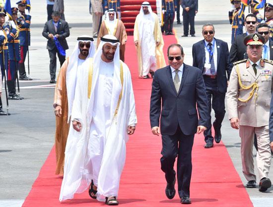 72600-الرئيس-السيسى-يستقبل-محمد-بن-زايد-بمطار-القاهرة-(3)