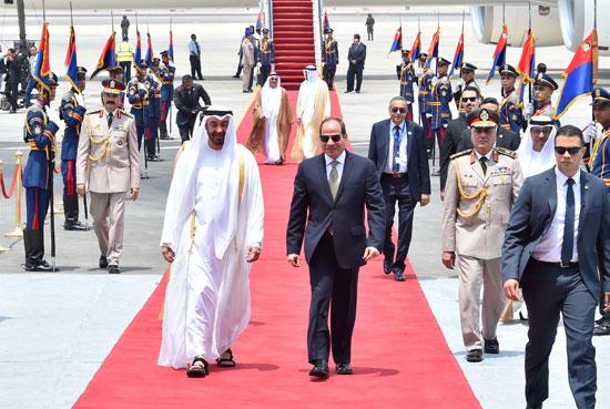 76303-الرئيس-السيسى-يستقبل-محمد-بن-زايد-بمطار-القاهرة-(4)