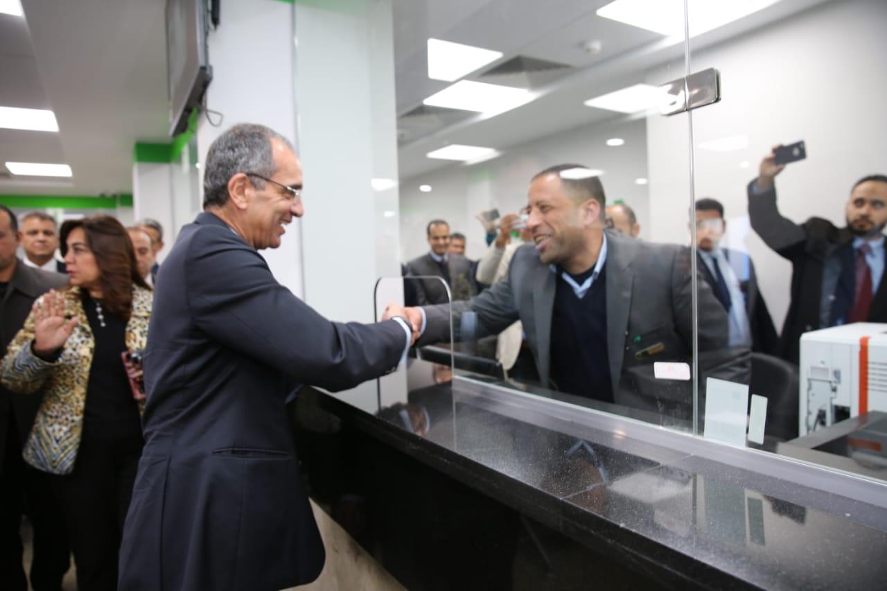 وزير الاتصالات يتفقد مركز الخدمات البريدية بمدمياط