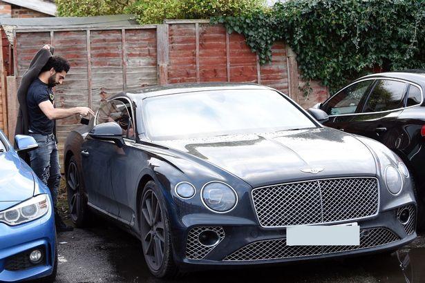 70062-محمد-صلاح-يقود-سيارته-الجديدة