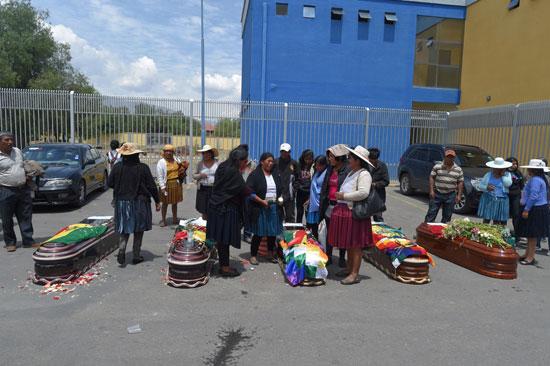 بوليفيا تشيع جثامين ضحايا الاشتباكات (2)