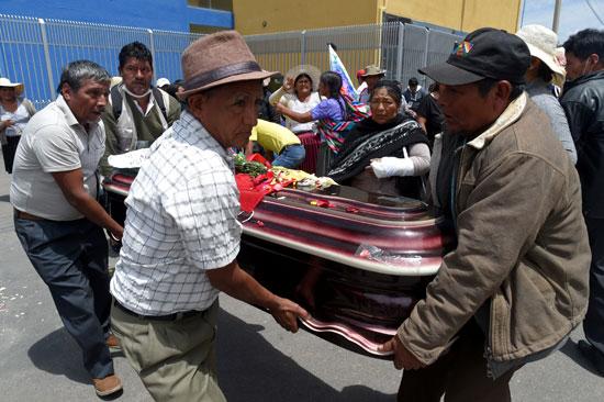 بوليفيا تشيع جثامين ضحايا الاشتباكات (4)