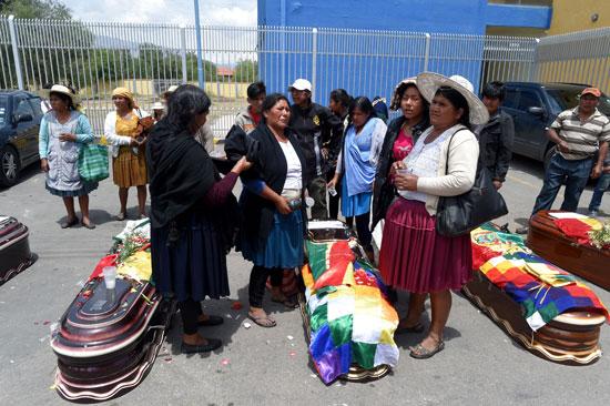 بوليفيا تشيع جثامين ضحايا الاشتباكات (5)