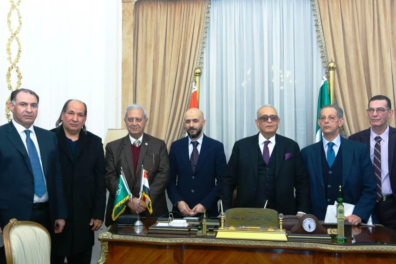 قيادات حزب الوفد تكرم جامعة مصر للعلوم والتكنولوجيا (11)