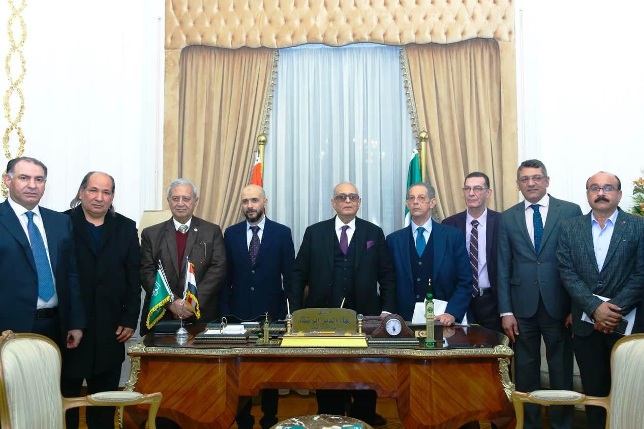 قيادات حزب الوفد تكرم جامعة مصر للعلوم والتكنولوجيا (10)