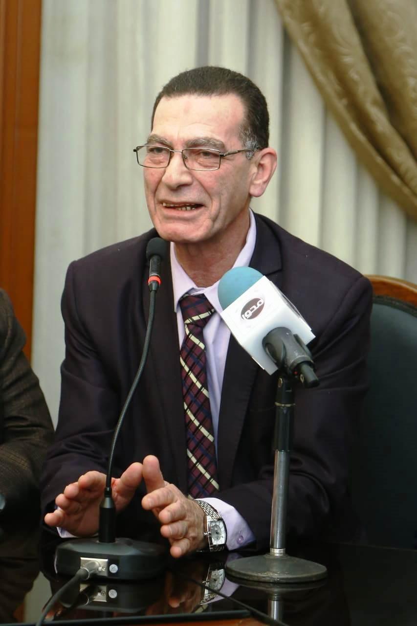 قيادات حزب الوفد تكرم جامعة مصر للعلوم والتكنولوجيا (3)