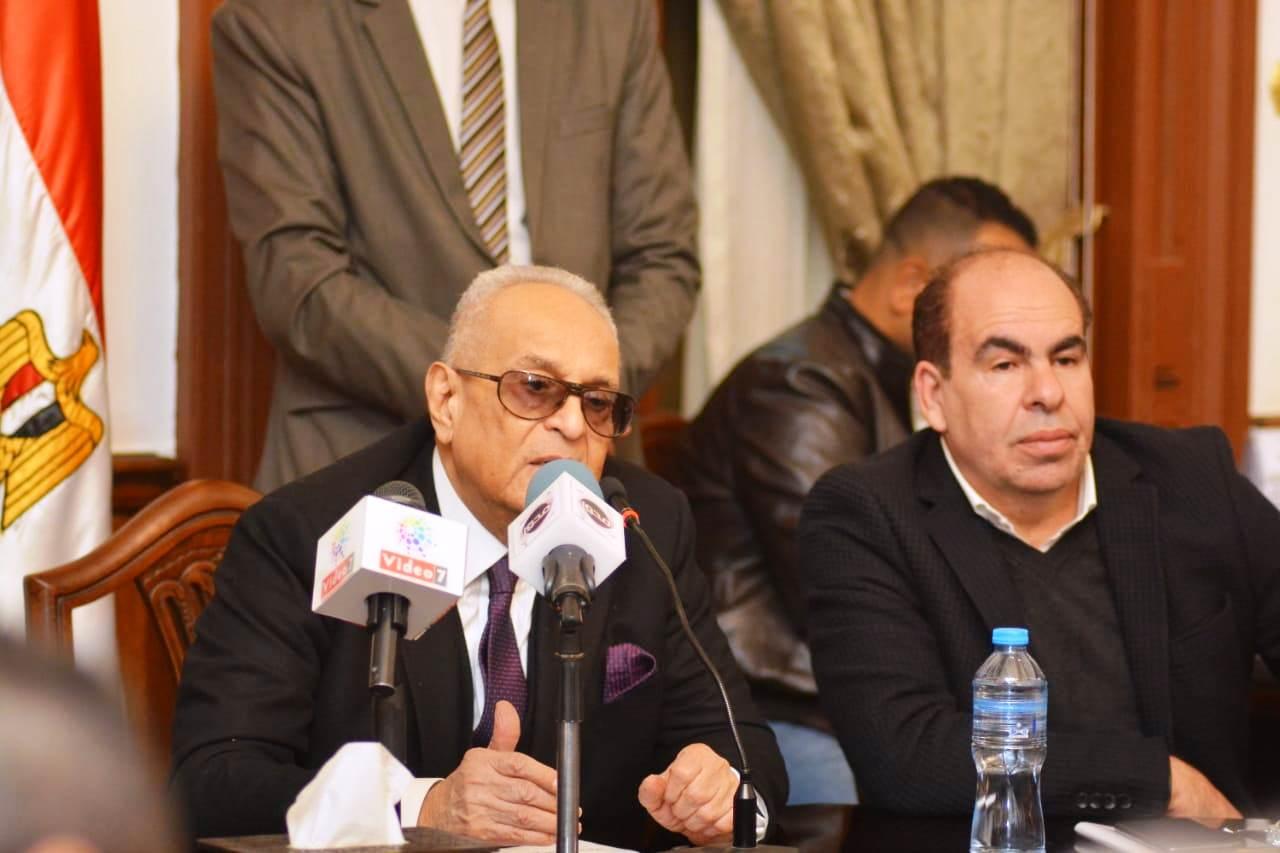 قيادات حزب الوفد تكرم جامعة مصر للعلوم والتكنولوجيا (17)